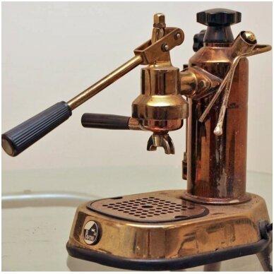 Pirmasis kavos aparatas, pakeitęs kavos gaminimo procesą nuo pagrindų.